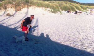 Max og Jens på stranden